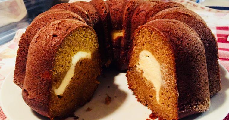 Bundt cake alla zucca con ripieno al formaggio cremoso