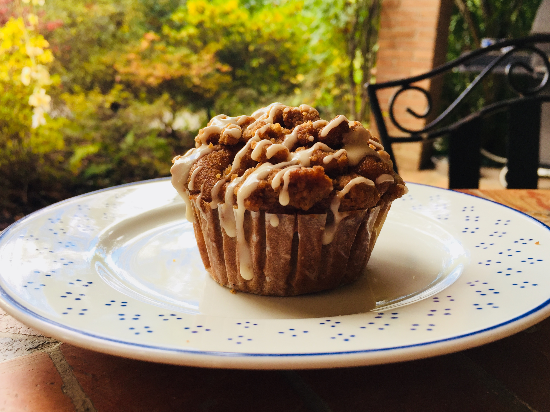 Muffins alle mele con crumble alla cannella e glassa alla vaniglia