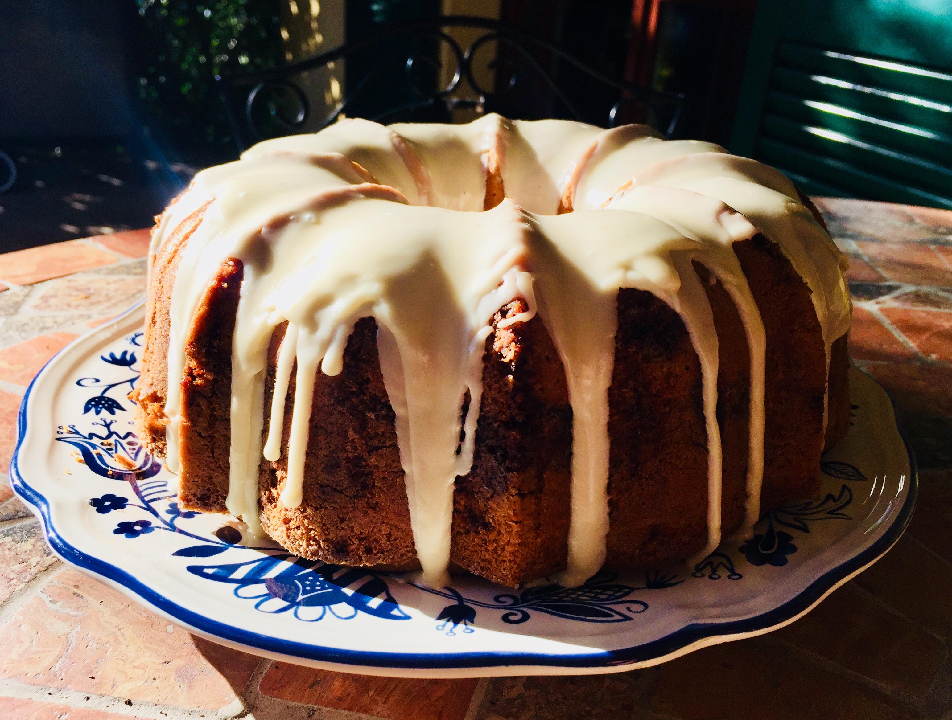 Bundt cake con spezie chai e glassa allo sciroppo d'acero