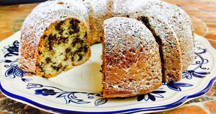 Bundt cake alla panna acida e gocce di cioccolato