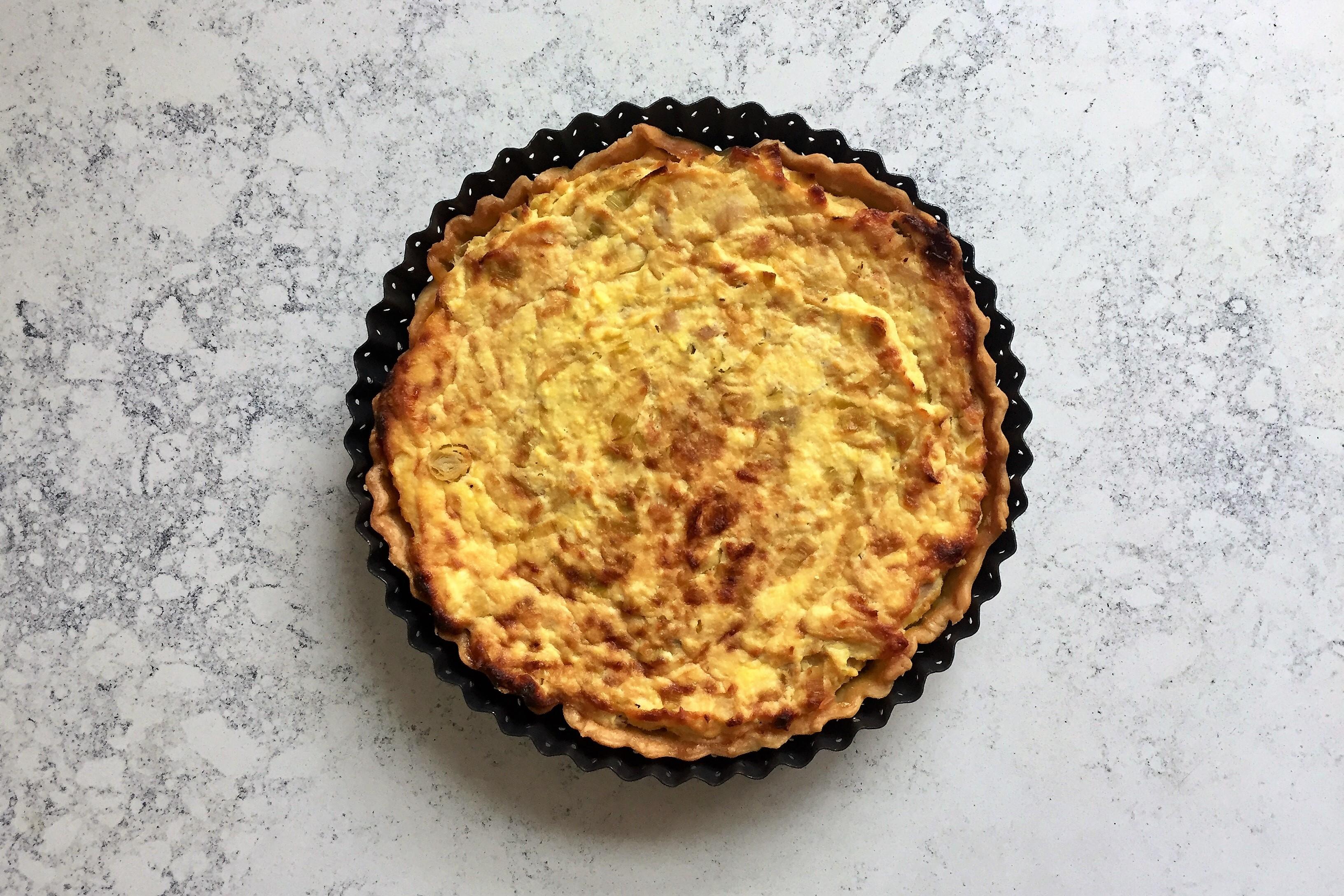 Torta salata con ricotta, tonno e porri